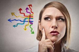 femme-reflexion-doute-directions